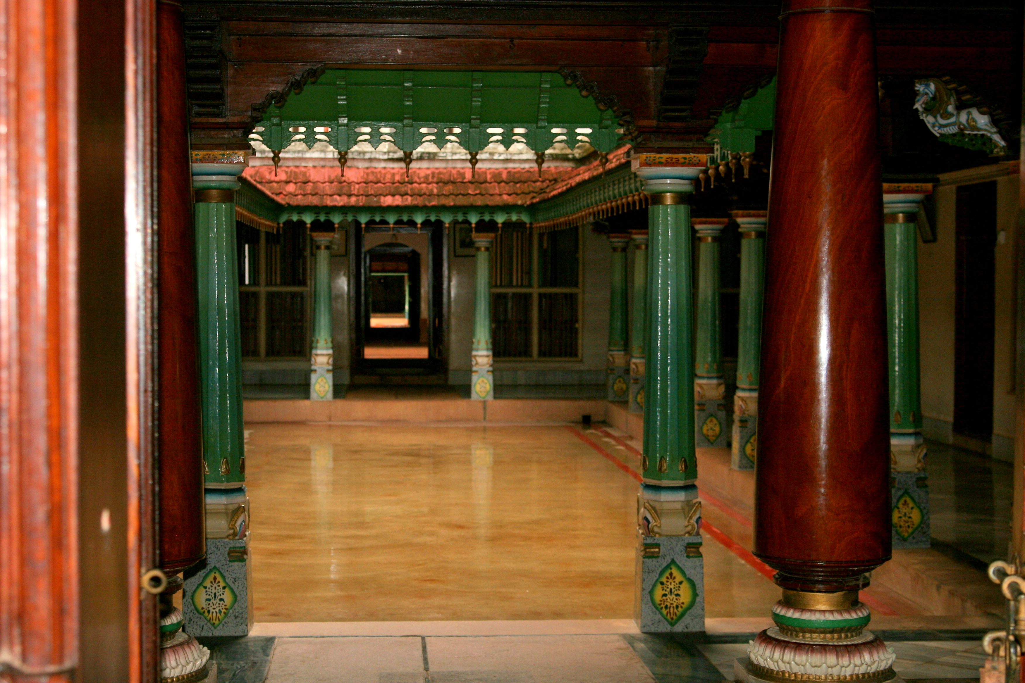 File:Chettinad house courtyard.jpg - Wikimedia Commons