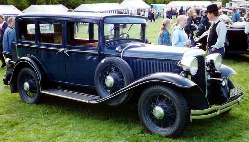 File chrysler 6 62 4 door sedan 1931 wikimedia commons for 1931 chevrolet 4 door sedan
