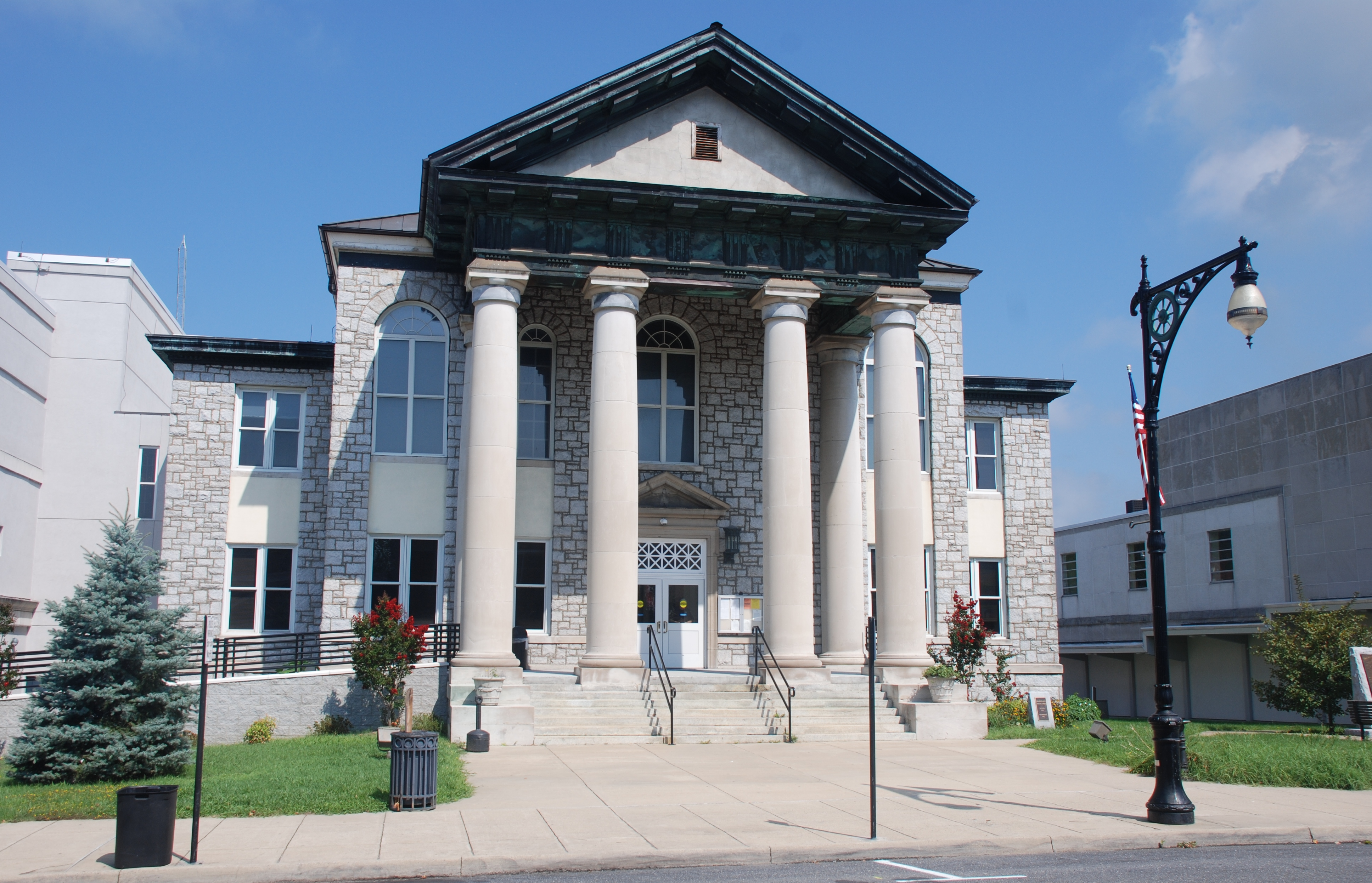File:Covington, Va - Allegheny General District Court.jpg ... Pictures Of Courts
