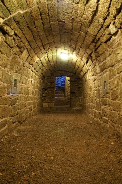 Underground secret passage. Secret passage, Secret