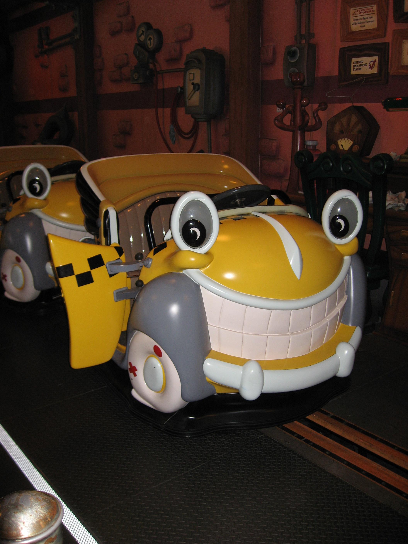 File:Disneyland-RRCTS-car.jpg - Wikimedia Commons