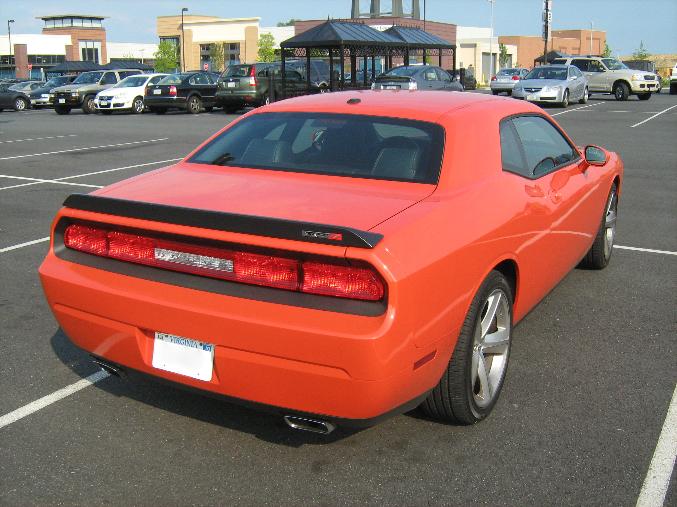 File:Dodge Challenger SRT8 va orange-r.jpg - Wikimedia Commons