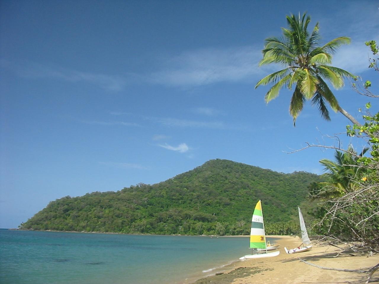 Dunk Island Holidays: File:Dunk Island, Mt. Kootaloo, Queensland.jpg