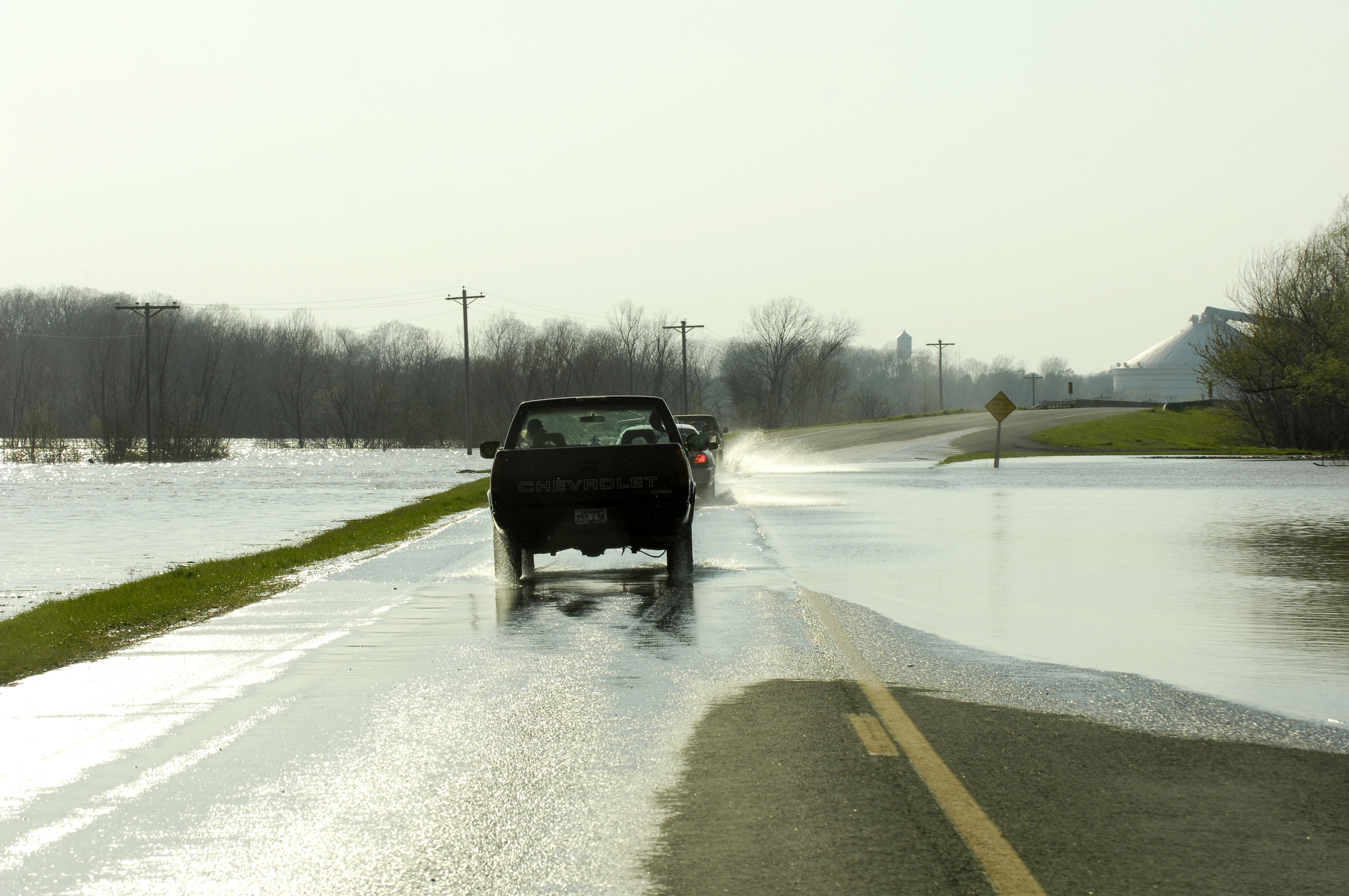 File:FEMA - 34620 - Flooded highway with traffic in Arkansas
