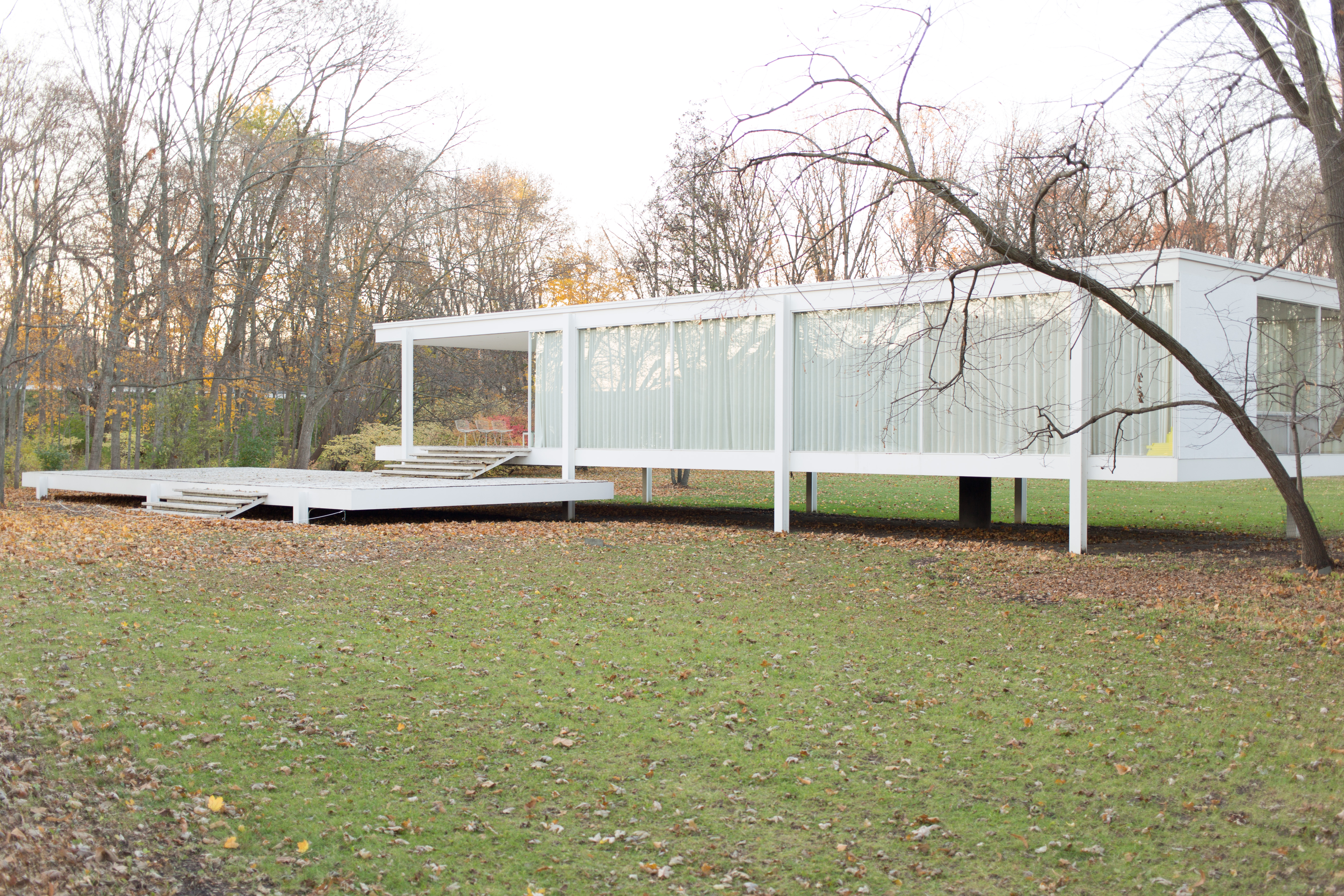 File:Farnsworth House By Mies Van Der Rohe   Exterior 7