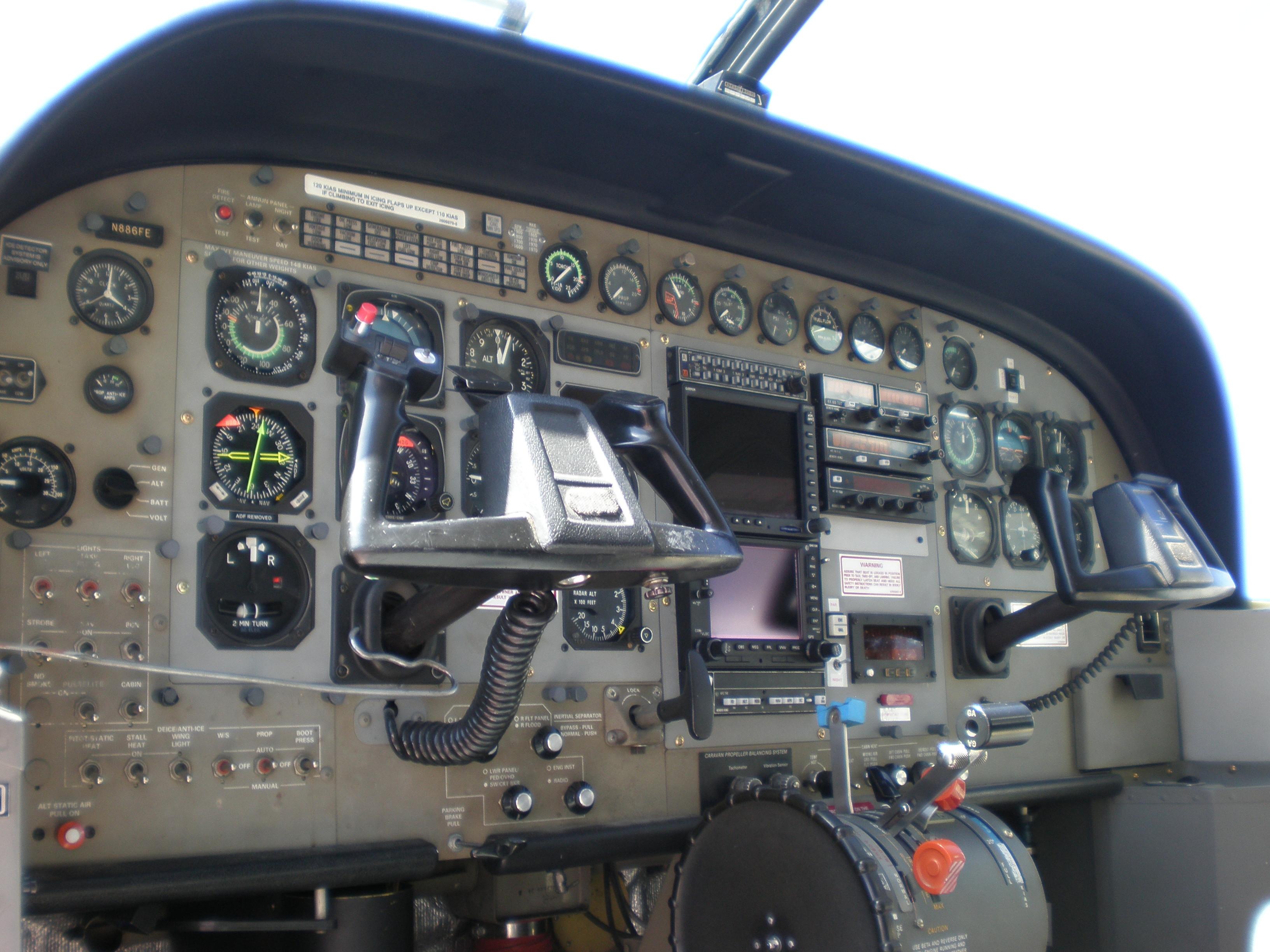 File Fedex Cessna 208b Grand Caravan Cockpit Jpg Wikimedia Commons