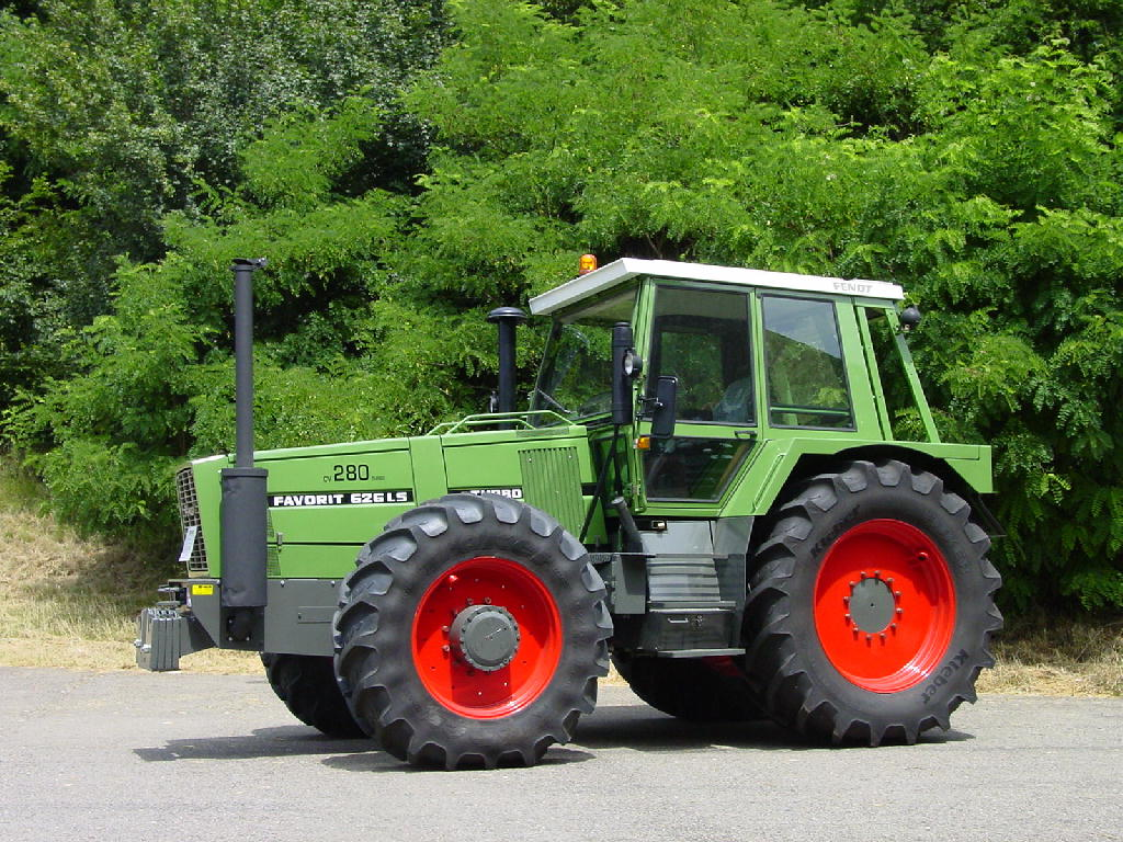 Description Fendt Favorit 626 LS.jpg