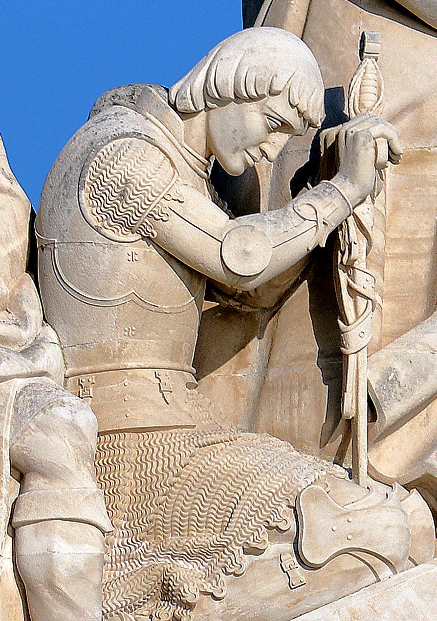 Relieff av Ferdinand i Padrão dos Descobrimentos i Lisboa i Portugal