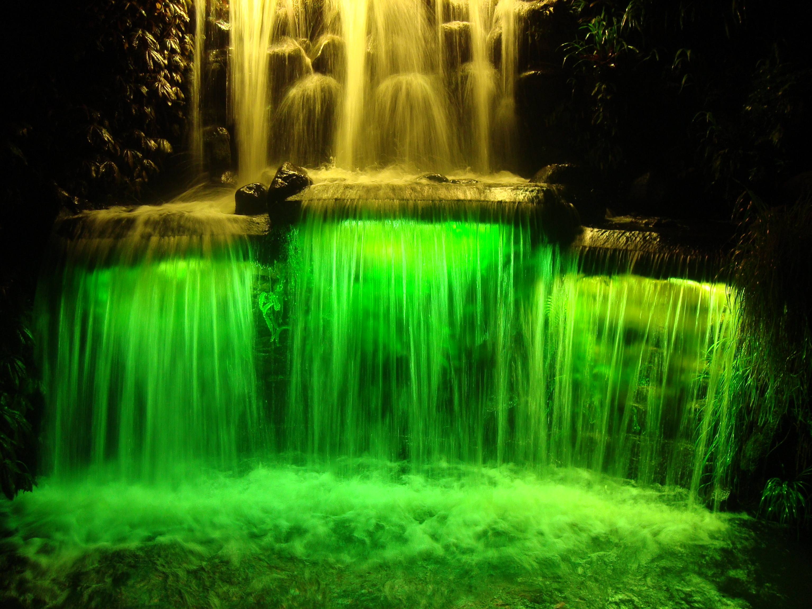 FileFestivalofLights-waterfall-lowerstages.jpg & File:FestivalofLights-waterfall-lowerstages.jpg - Wikimedia Commons