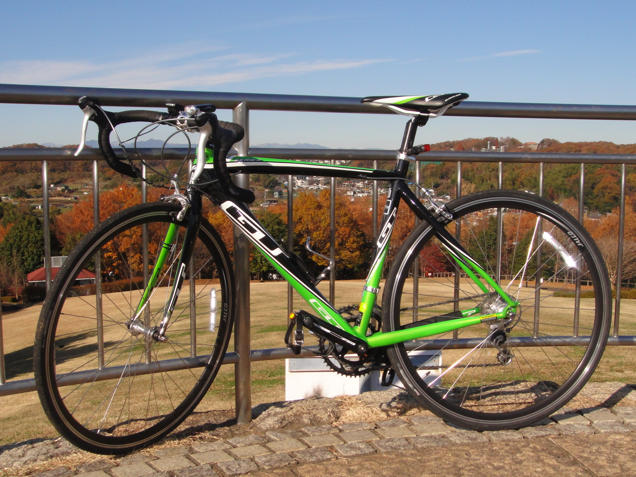 file gt bicycles gtr series 4 2011 lime and black jpg wikimedia commons. Black Bedroom Furniture Sets. Home Design Ideas
