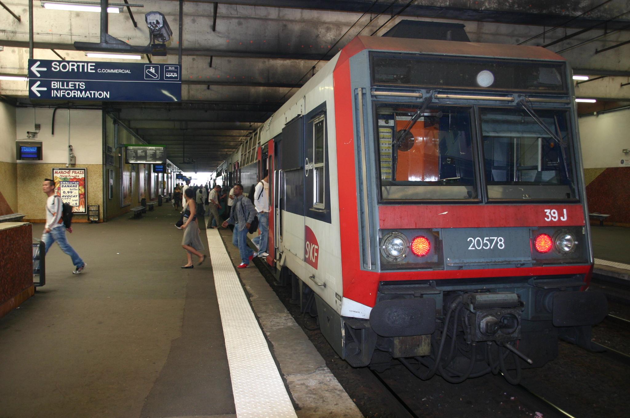 File:Gare de Grigny IMG 2234.JPG