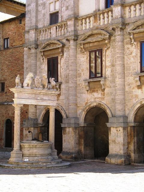 Il Pozzo - Piazza Grande Montepulciano 480x640.jpg