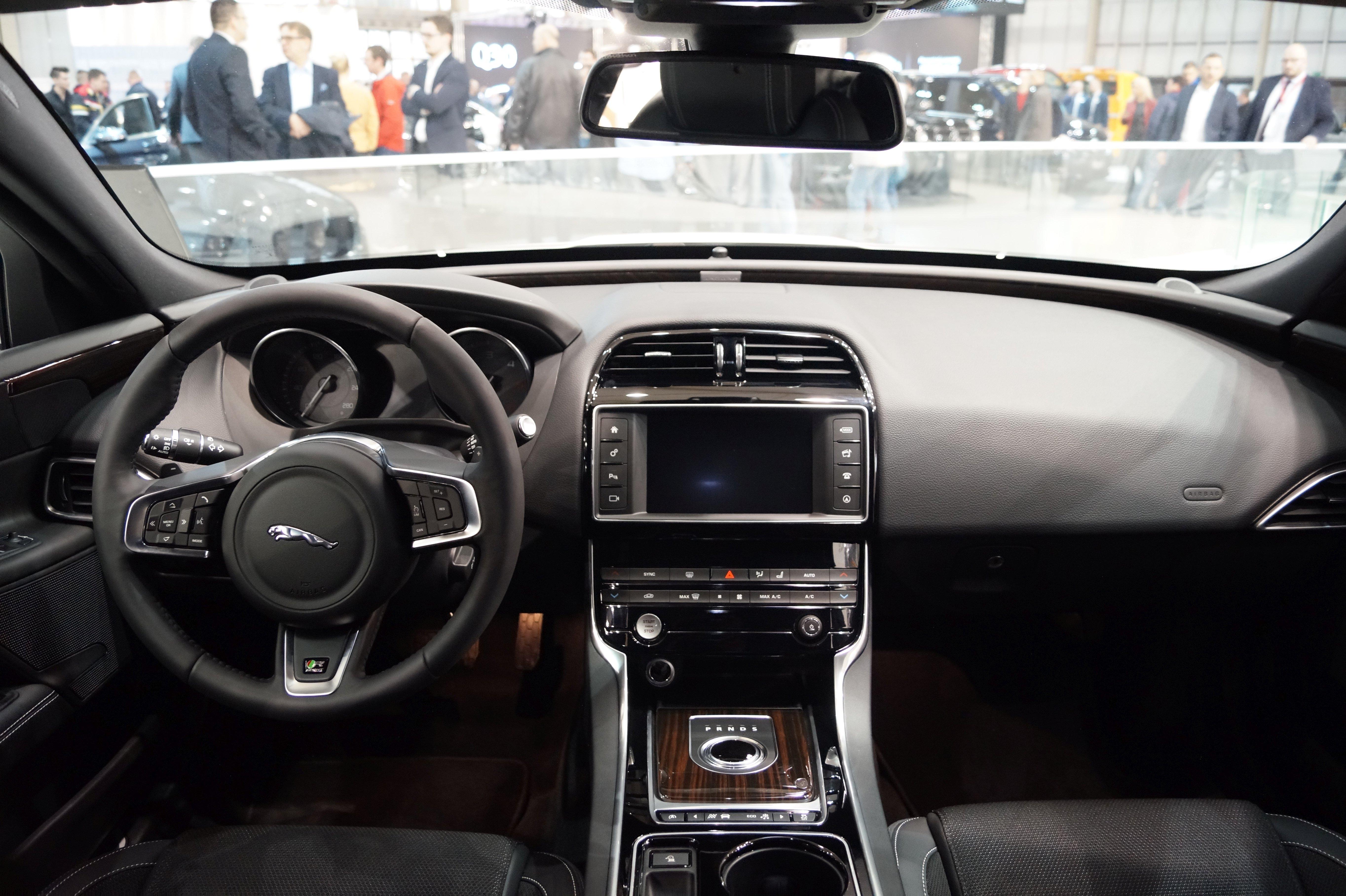 Jaguar XE – Wikipedia, wolna encyklopedia