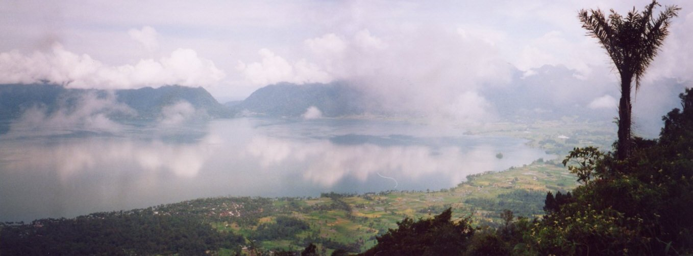 Danau Maninjau adalah salah satu danau terdalam di Indonesia