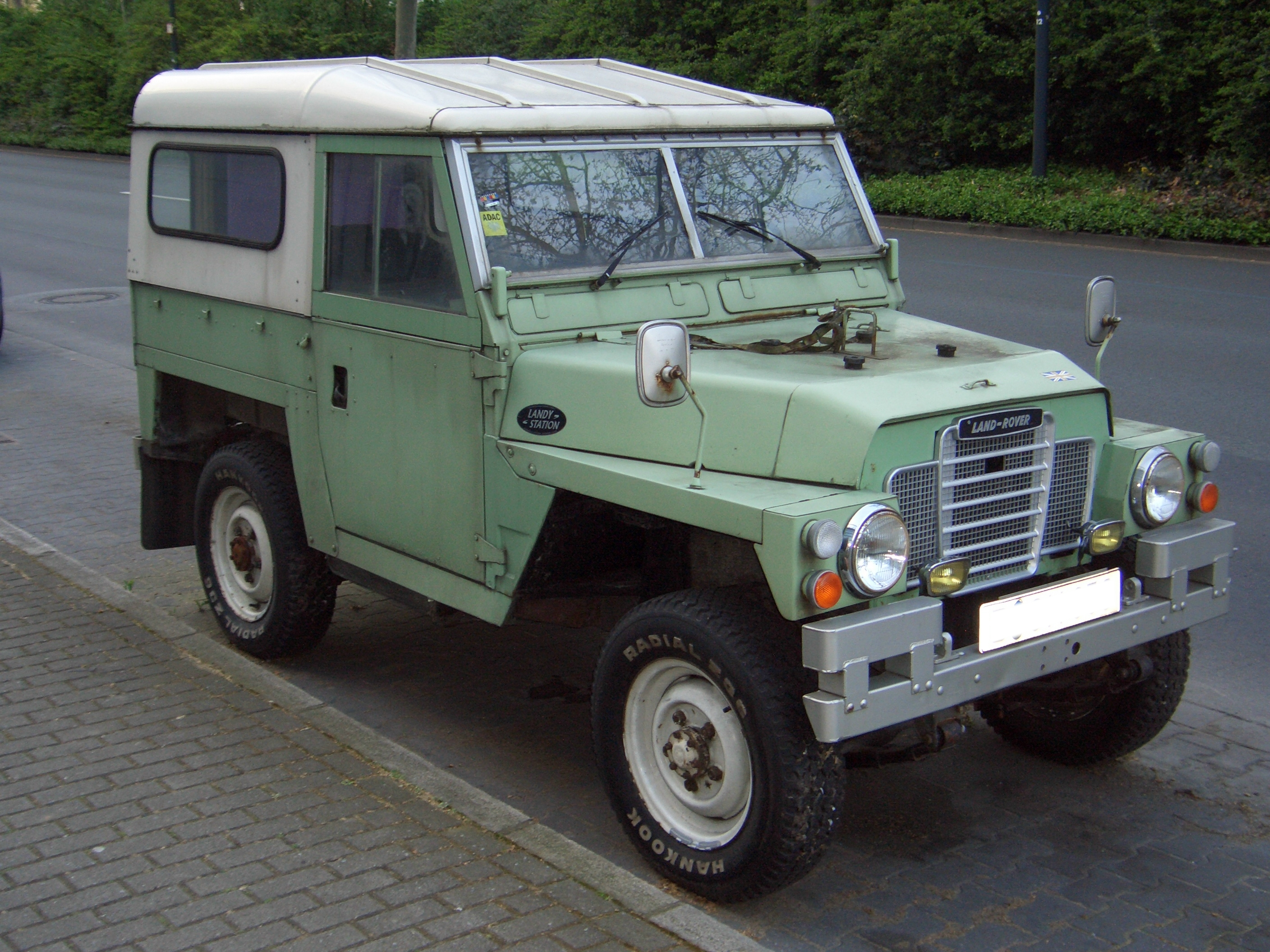Build Your Own Land Rover >> File:Land Rover Series III Lightweight 1972-1984 frontright 2008-04-20 U.jpg - Wikimedia Commons
