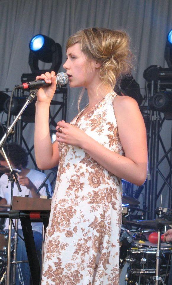 Lisa Lobsinger - Wikipedia