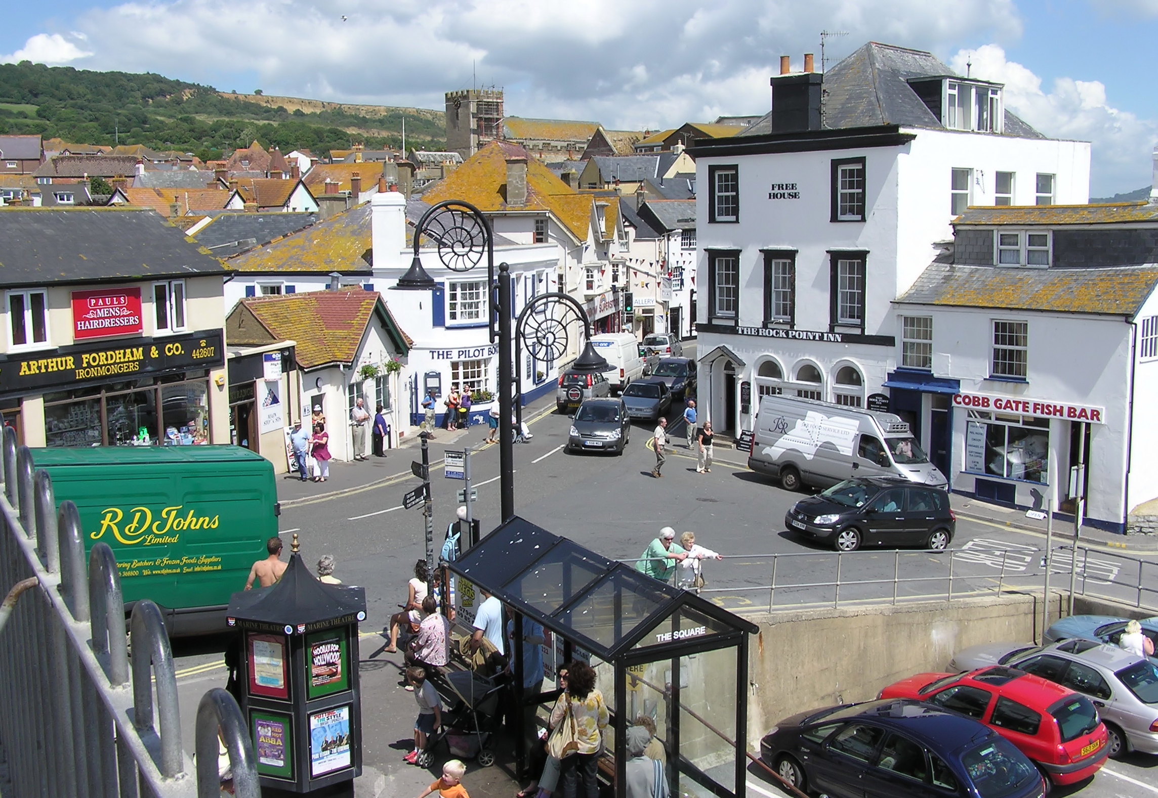 http://upload.wikimedia.org/wikipedia/commons/9/99/Lyme_regis_centre_arp.jpg