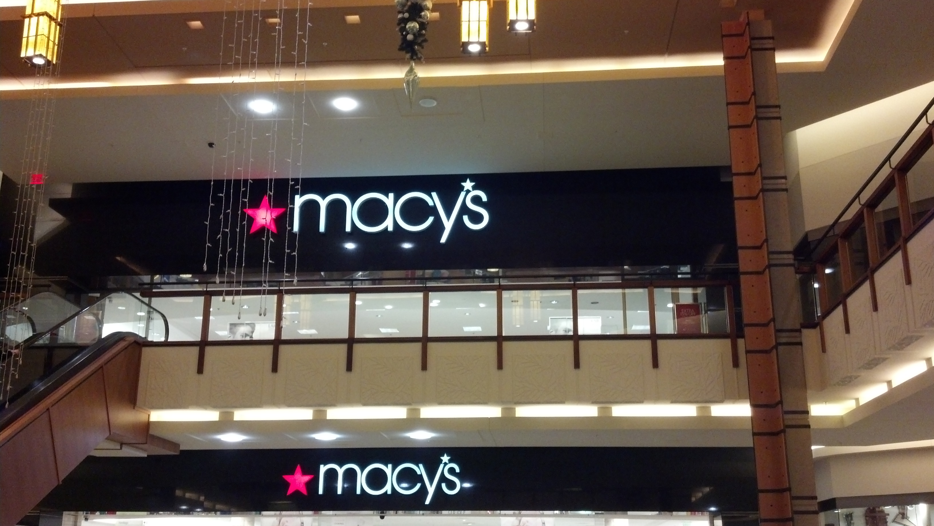 File Macys Court near the escalator with view of ceiling decorations at  Shops at Willowbend-January 2, 2012.jpg 80b2762bc1