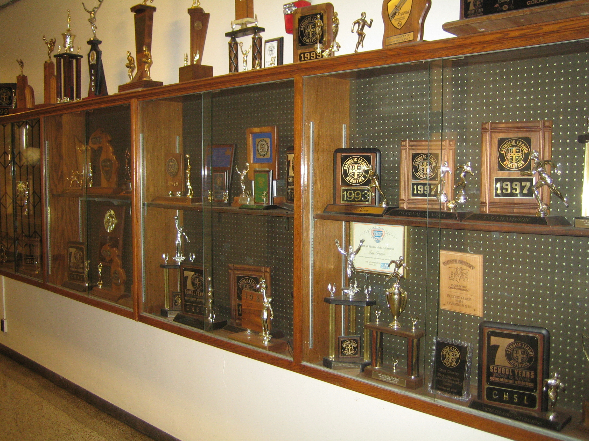 File Main Trophy Case Jpg Wikimedia Commons