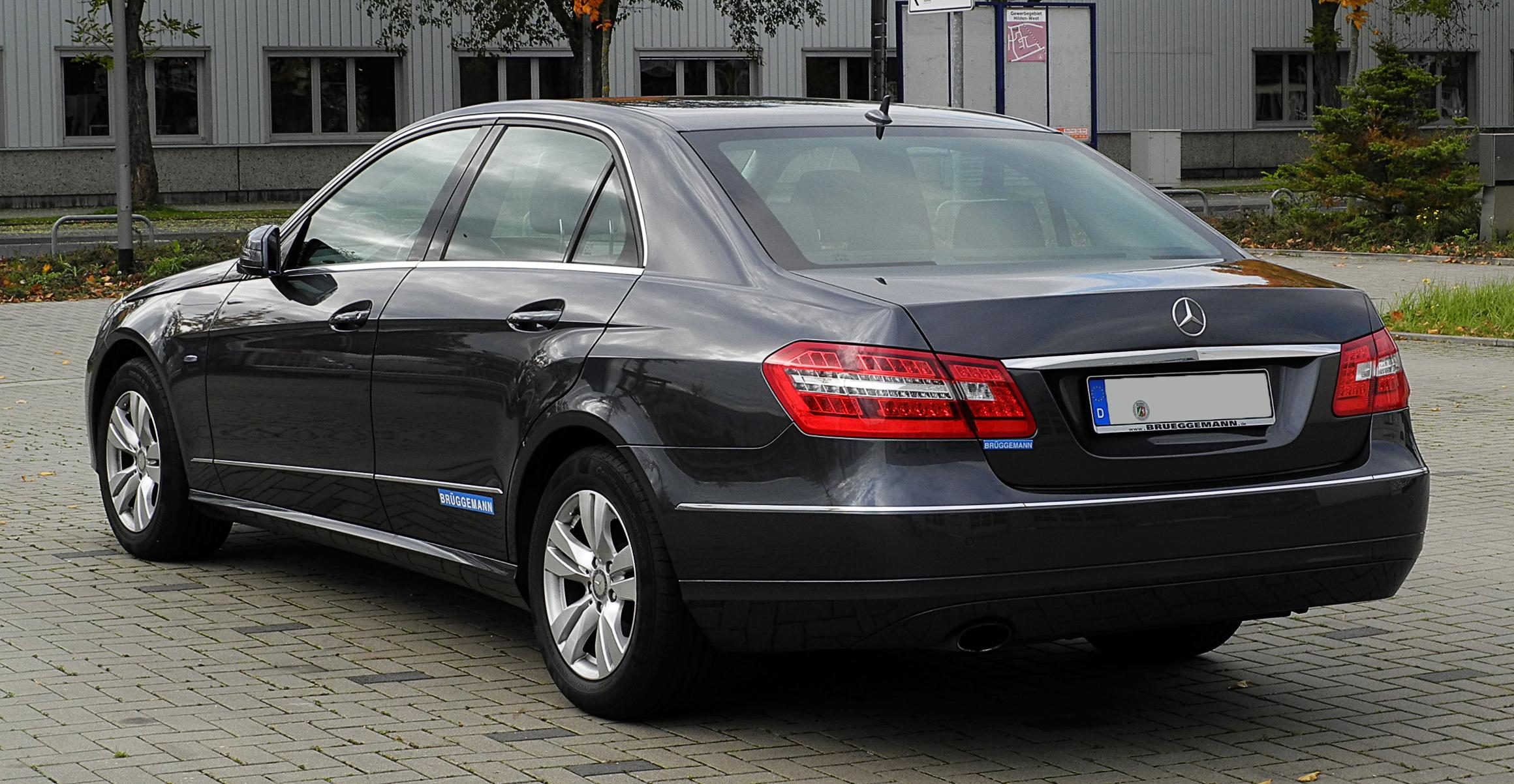 File Mercedes Benz E 200 CGI BlueEFFICINECY Avantgarde  W 212   E2 80 93 Heckansicht  29  Oktober 2011  Hilden in addition 10271997185 likewise 11 in addition 8222436749 as well Watch. on 2013 mercedes benz e350