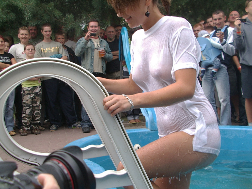 Bikini contest wet tee shirt