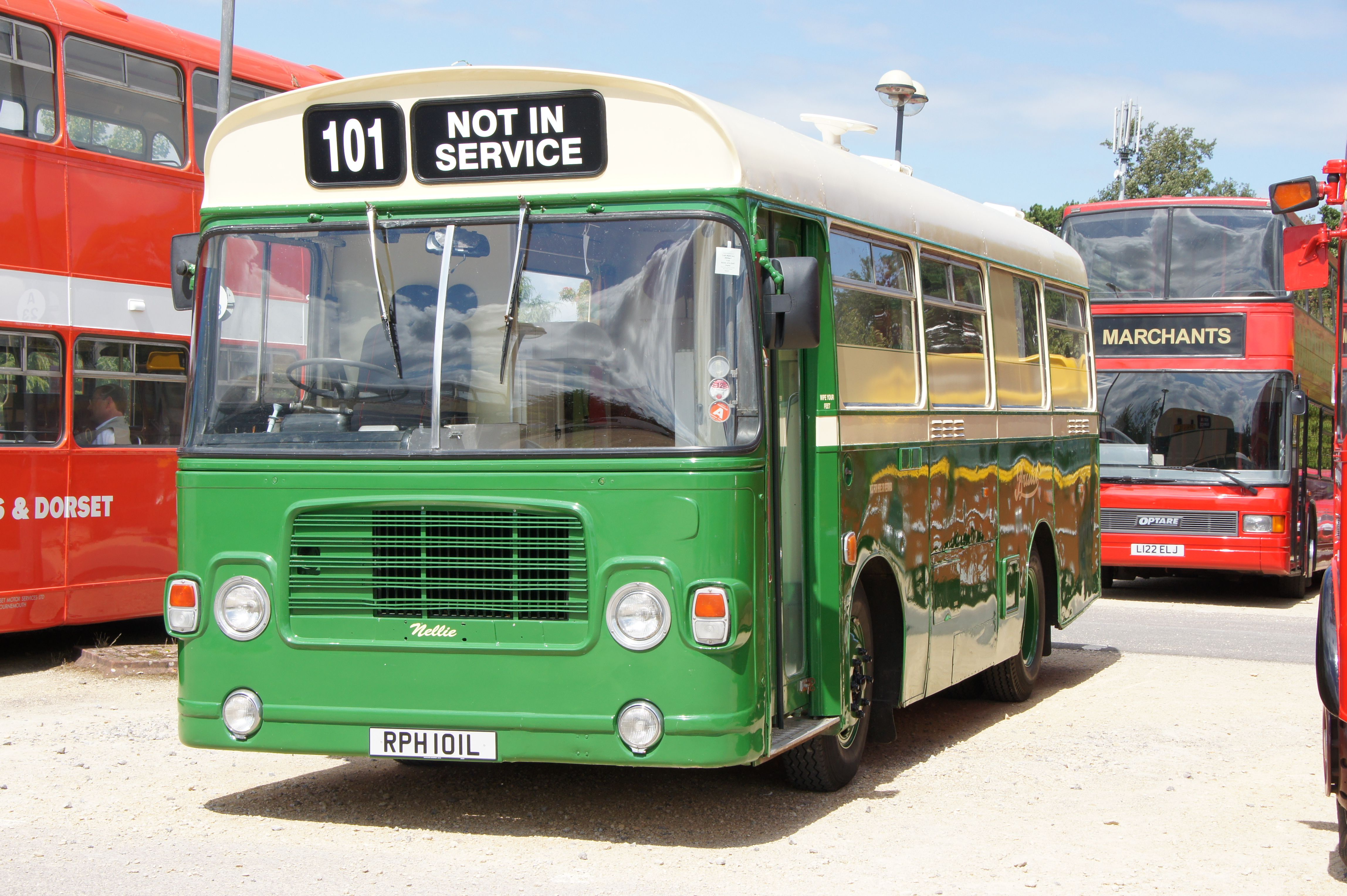 """File:Mobile home """"Nellie"""", ex-London Country bus BL1 (RPH ..."""
