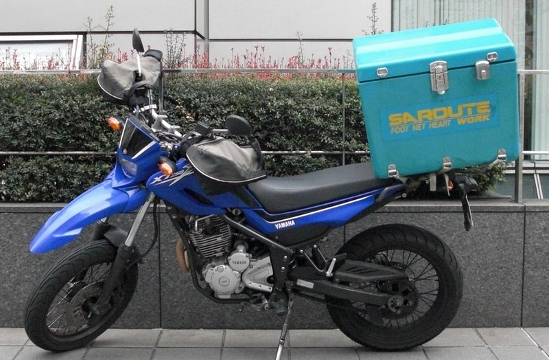 ファイル:Motorcycle courier Japan 20110202.jpg
