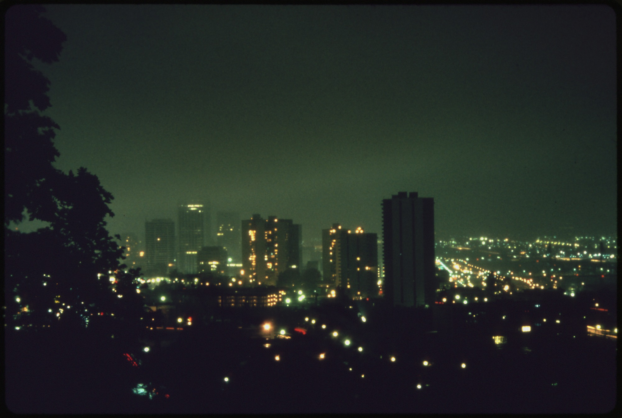 File:OVERALL VIEW OF DOWNTOWN PORTLAND, AT 8 P.M. IN OCTOBER, 1973