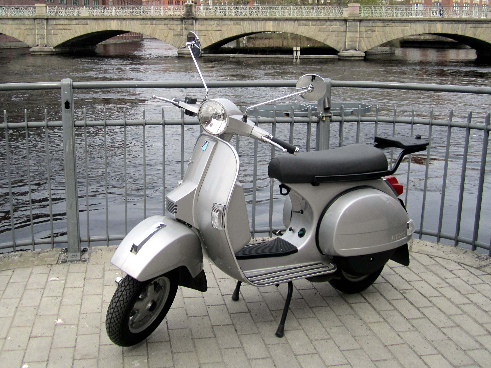 file piaggio vespa px200 tampere finland 2 jpg wikimedia commons. Black Bedroom Furniture Sets. Home Design Ideas