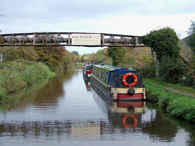 Pipe Bridge over the Trent and Mersey Canal, Burton-upon-Trent - geograph.org.uk - 1581980