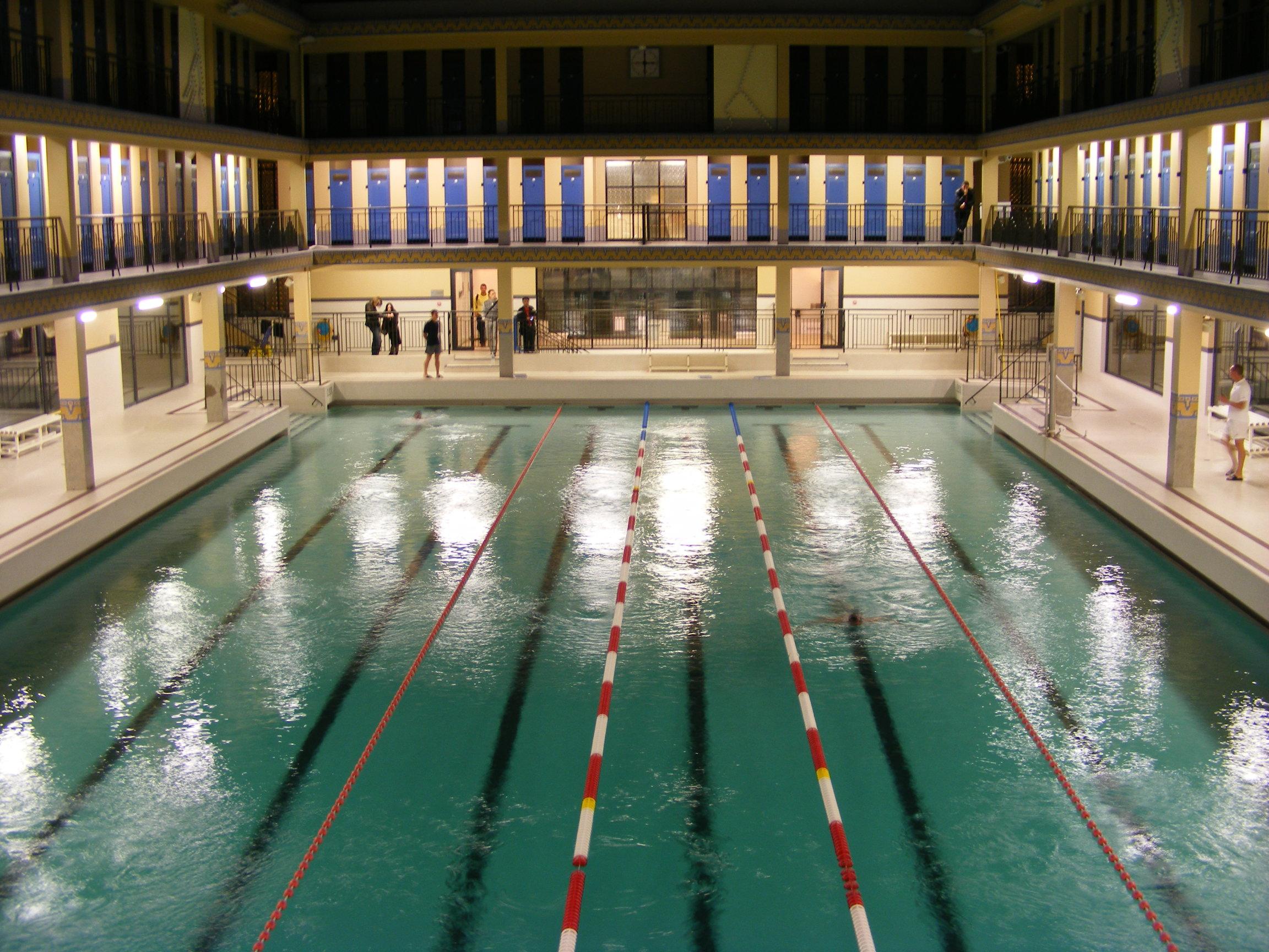 File piscine pailleron nuit blanche wikimedia - Piscine pailleron paris horaires ...