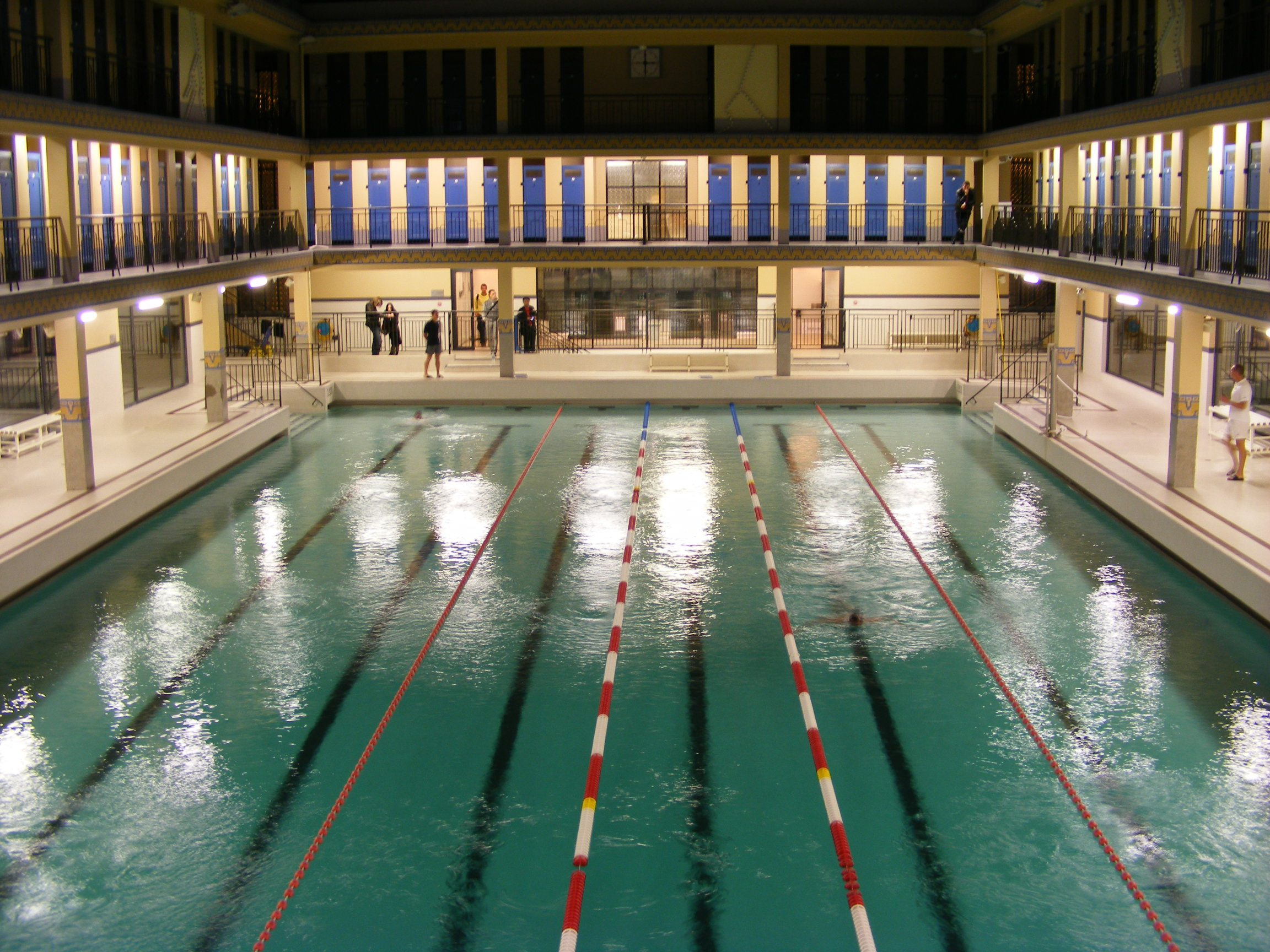file piscine pailleron nuit blanche wikimedia