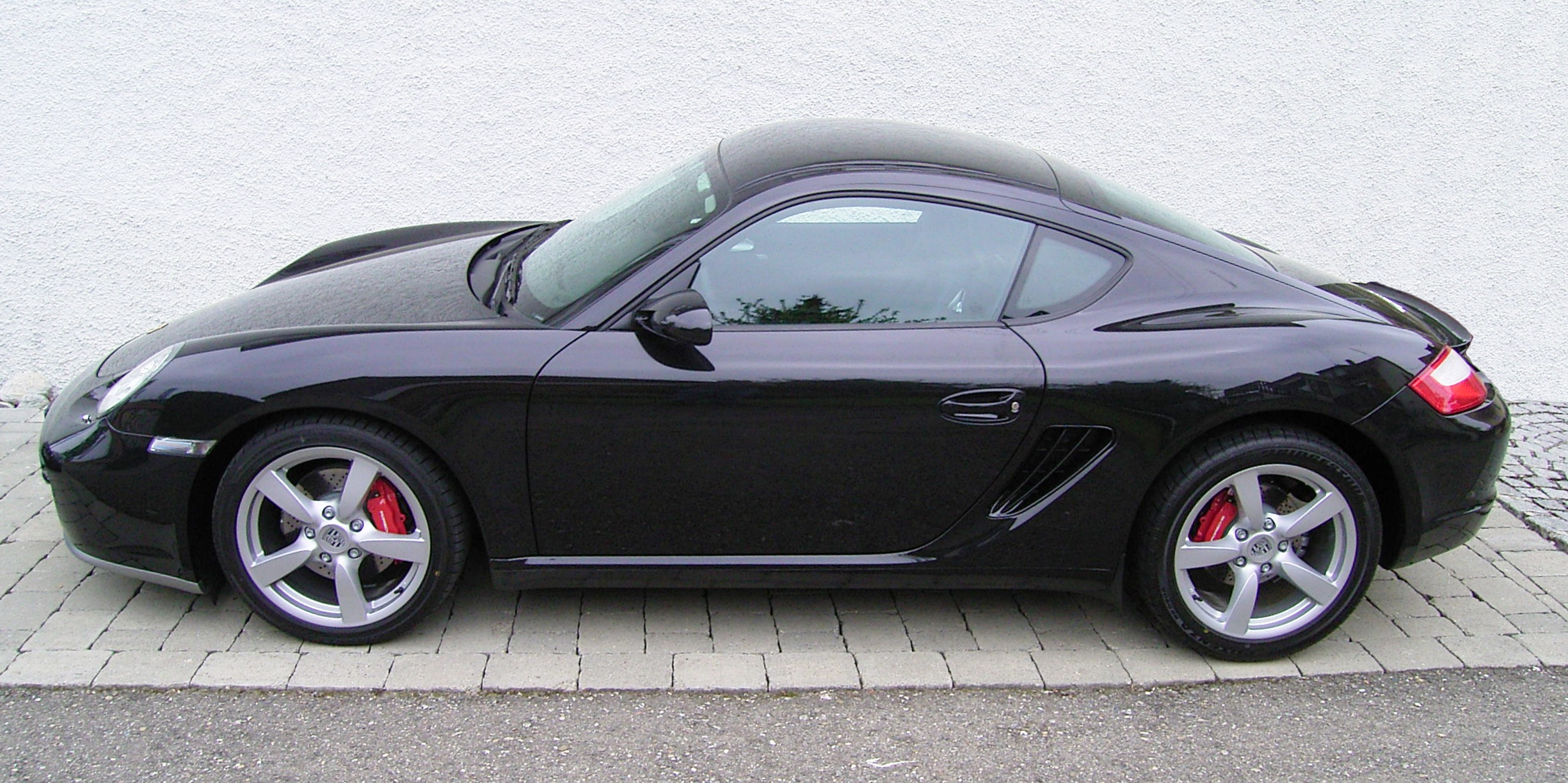 File:Porsche Cayman (Black) - Side.jpg - Wikimedia Commons