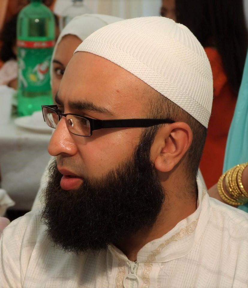 Description portrait of muslim man