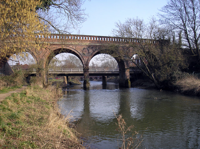 Railway bridge at Leatherhead - geograph.org.uk - 342266