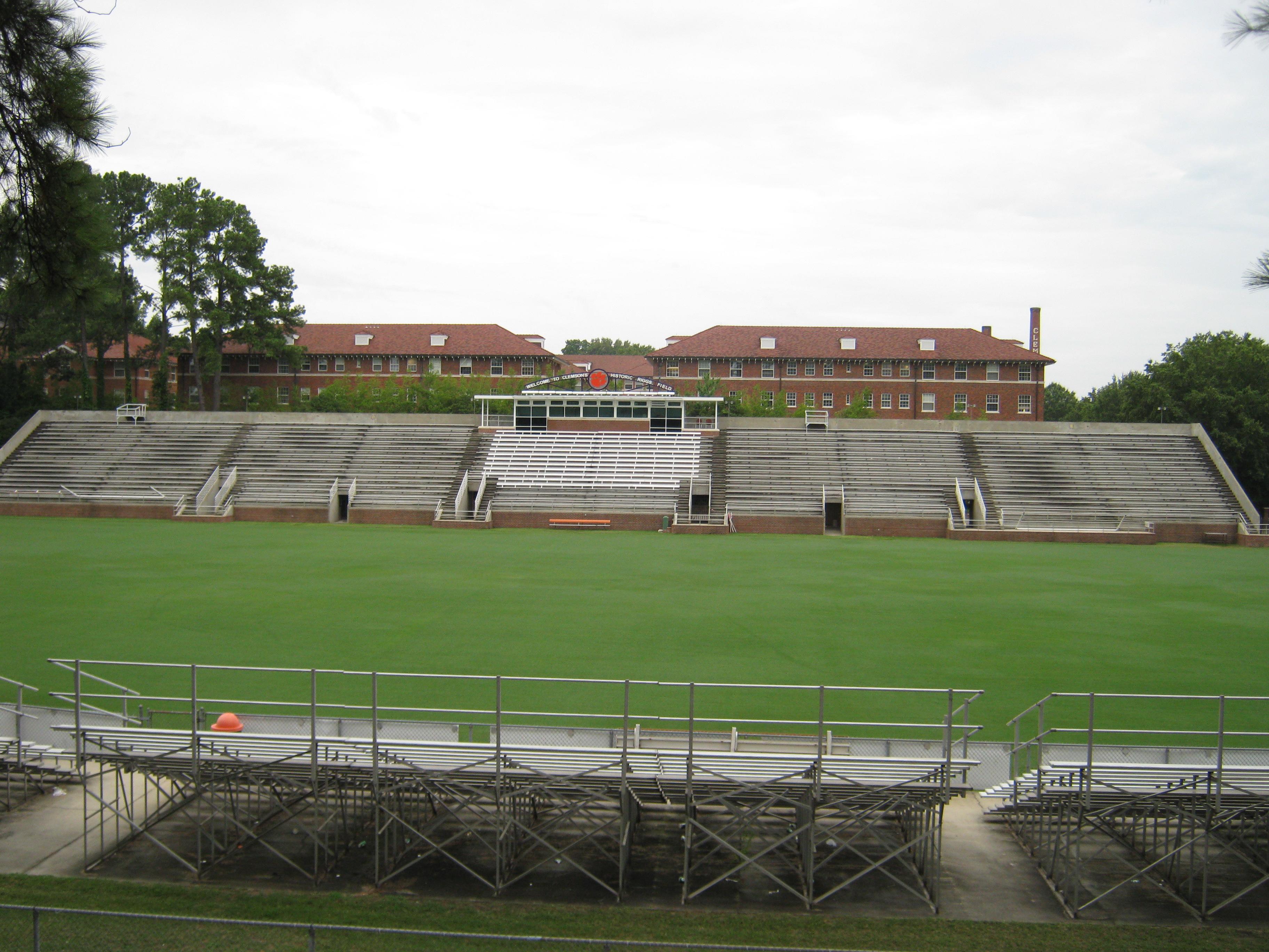 Riggs Field - Wikipedia