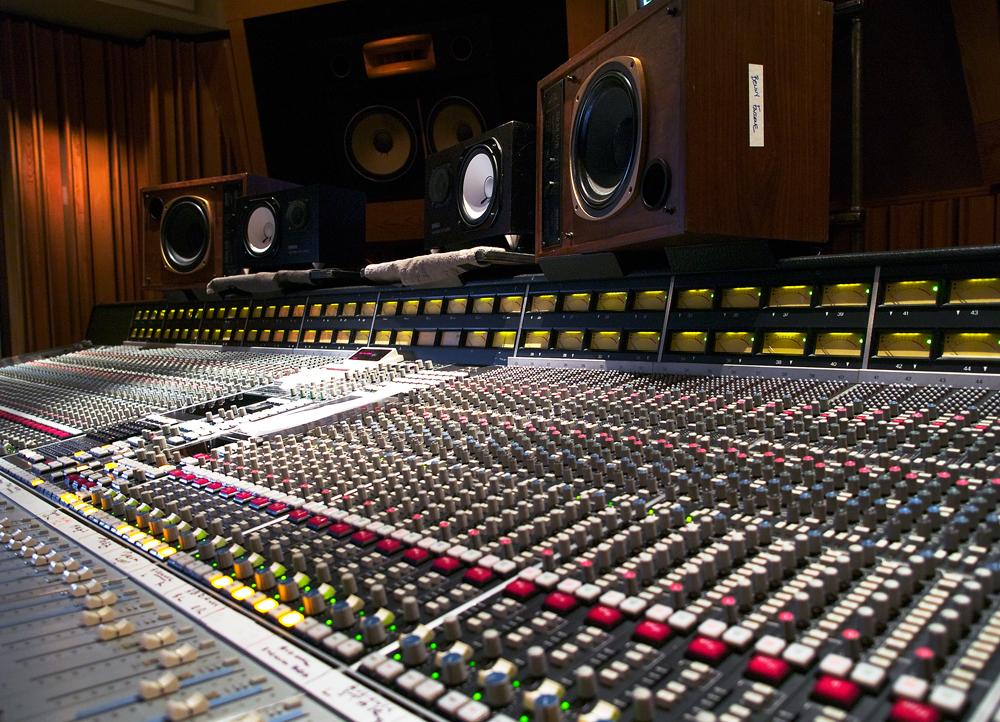File:SSL console at Henson's mixroom (1).jpg - Wikimedia