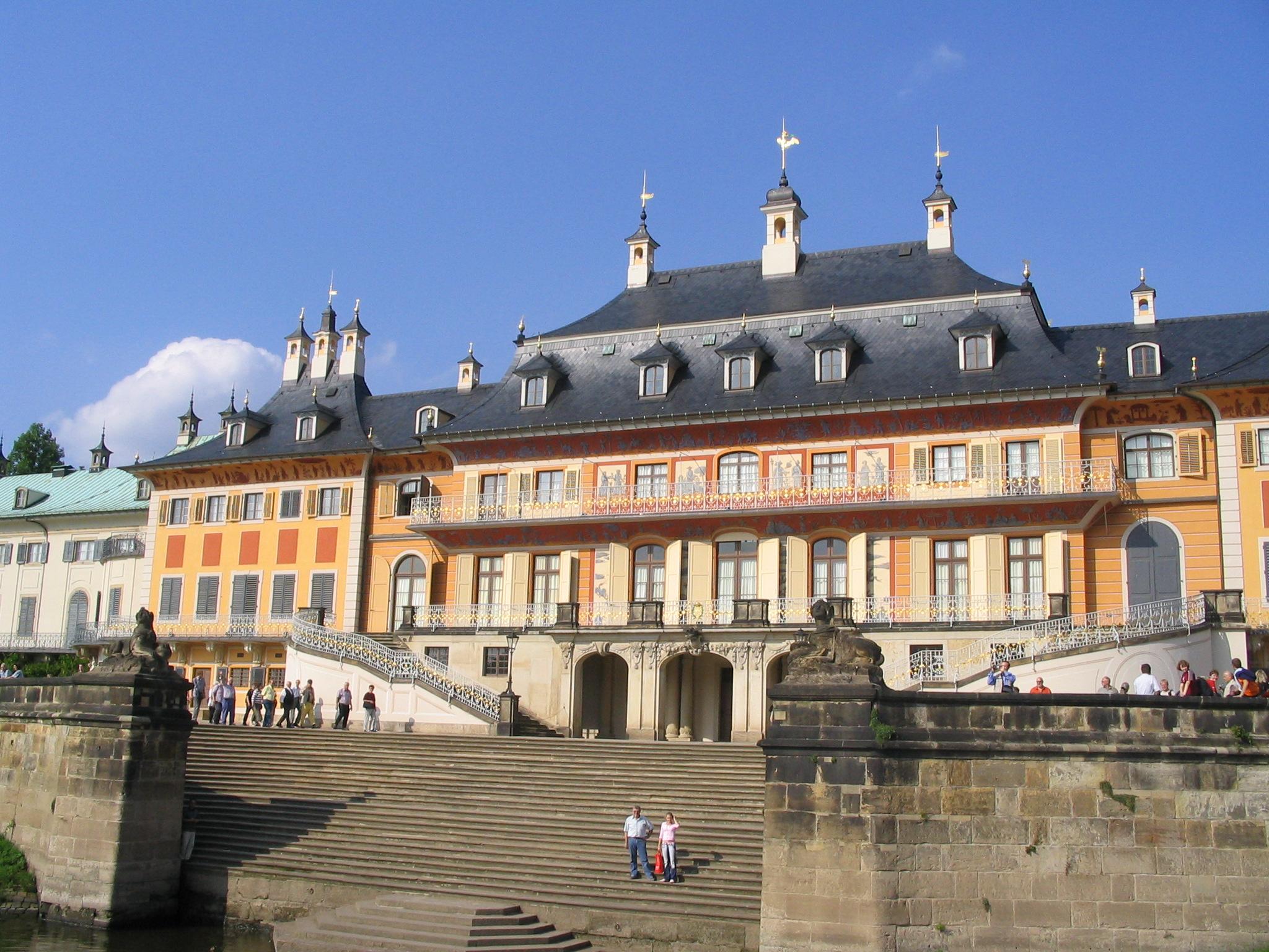 Schloss Pillnitz, von der Elbe aus gesehen
