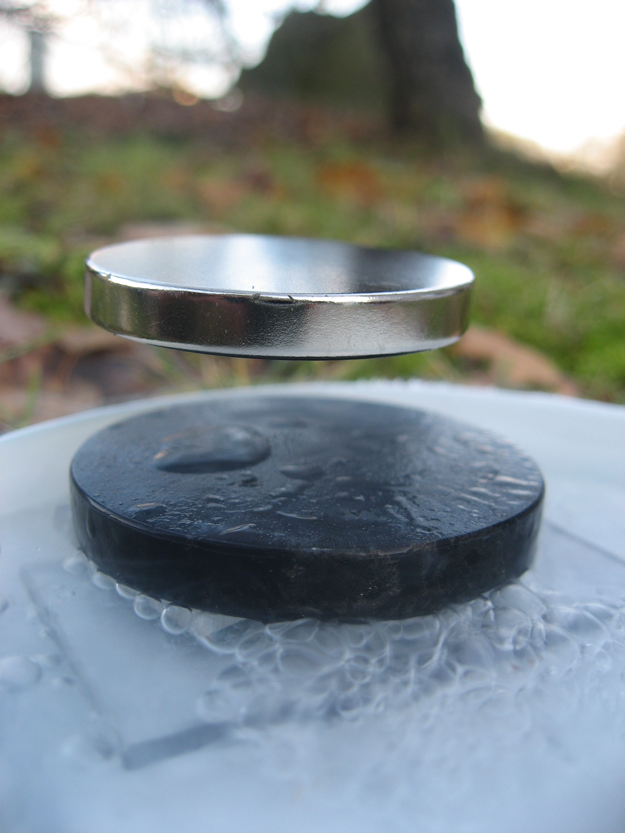File:Stable Levitation of a magnet on a superconductor.jpg
