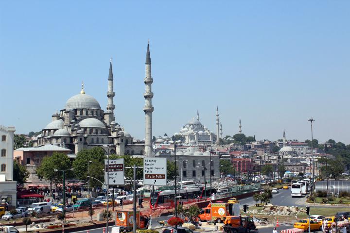 File:Suleimaniye Mosque afar.jpg