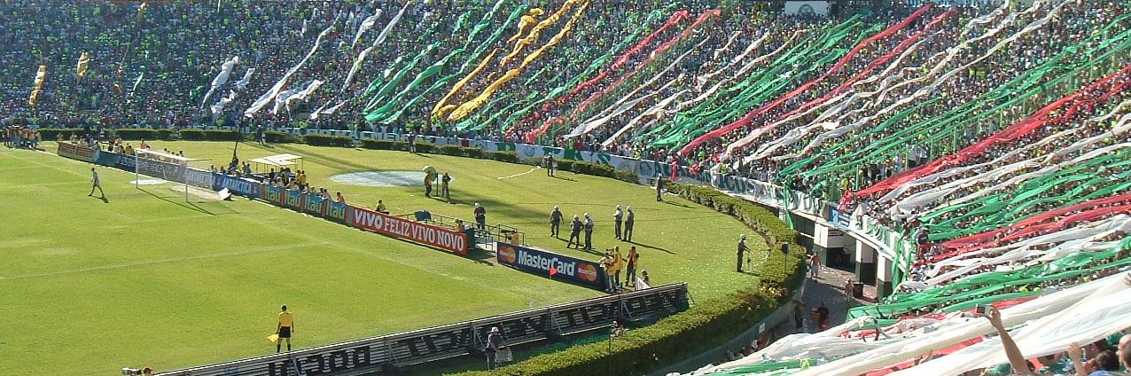 Torcida do Palmeiras no Estádio Palestra Itália em 2007. 2ef4dac5572b8