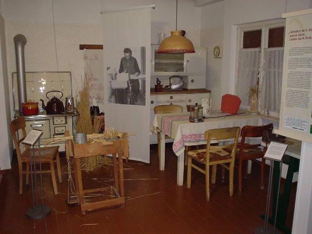 File:Twistringen Strohmuseum Küche.JPG - Wikimedia Commons | {Küche 24 23}
