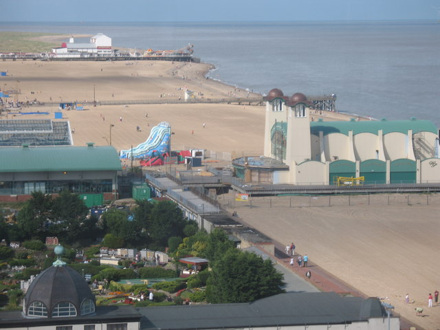 Two Piers - geograph.org.uk - 1063234