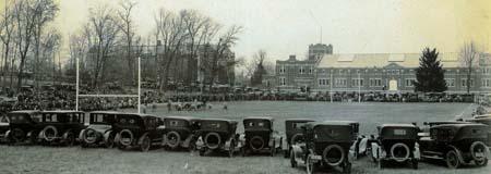 Match en 1920 sur le Gardner Dow Athletic Fields.