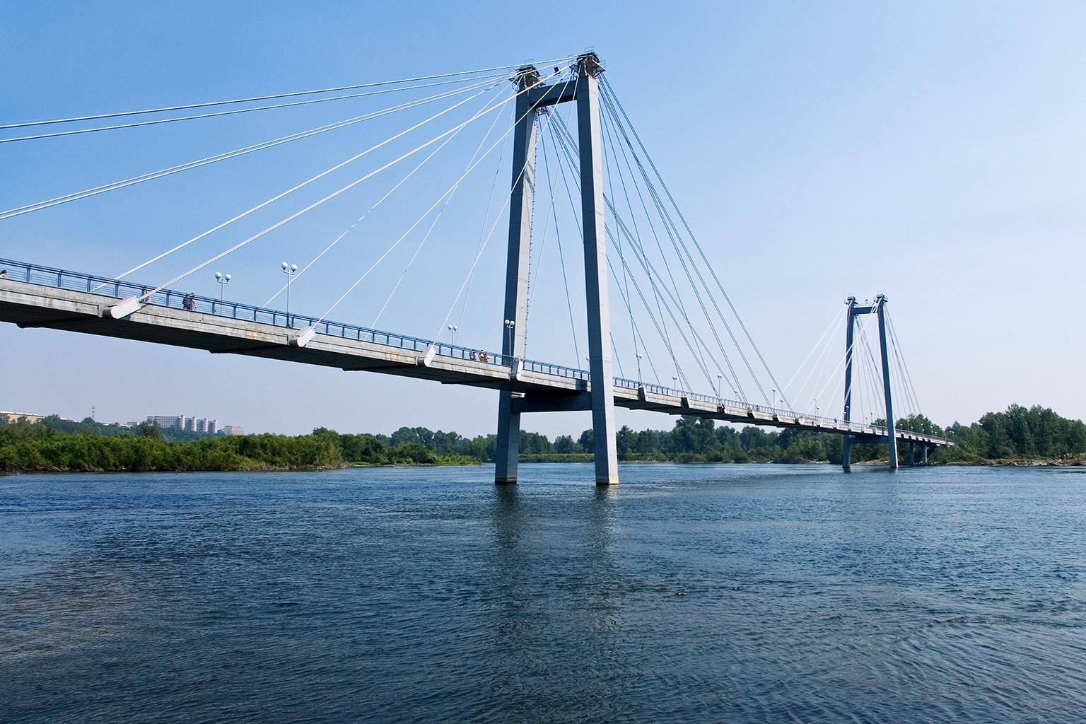 File:vantovyjj most, the bridge in krasnoyarsk, russia, view from the