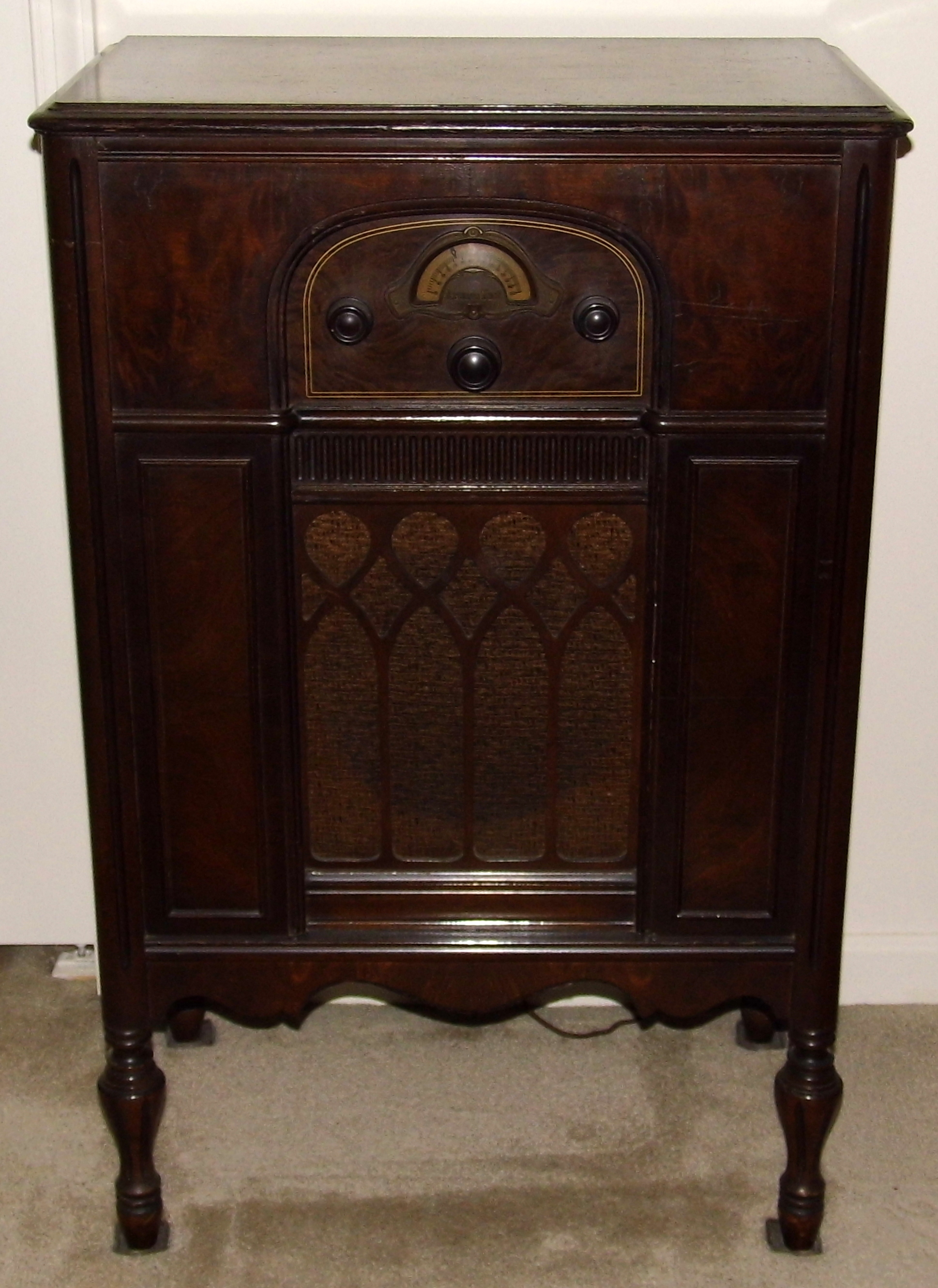 Superb File:Vintage Atwater Kent Lowboy Console Radio, Model 85, American Walnut  Wood Cabinet