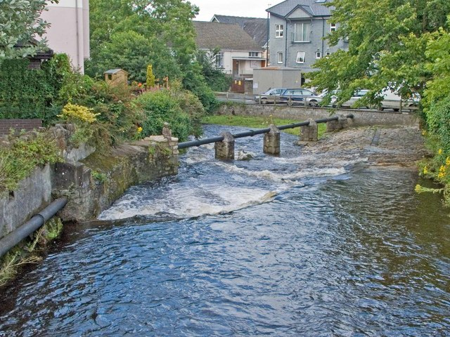 File:Weir on West Okement River, Okehampton - geograph.org.uk - 935877.jpg