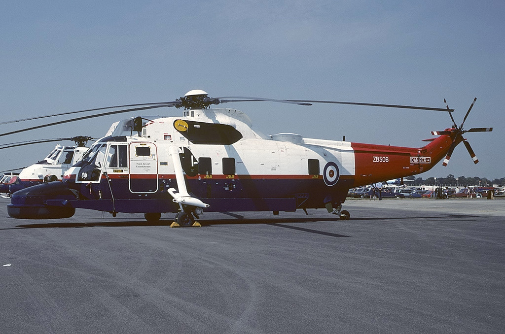 https://upload.wikimedia.org/wikipedia/commons/9/99/Westland_Sea_King_Mk4X%2C_UK_-_Air_Force_AN1233371.jpg