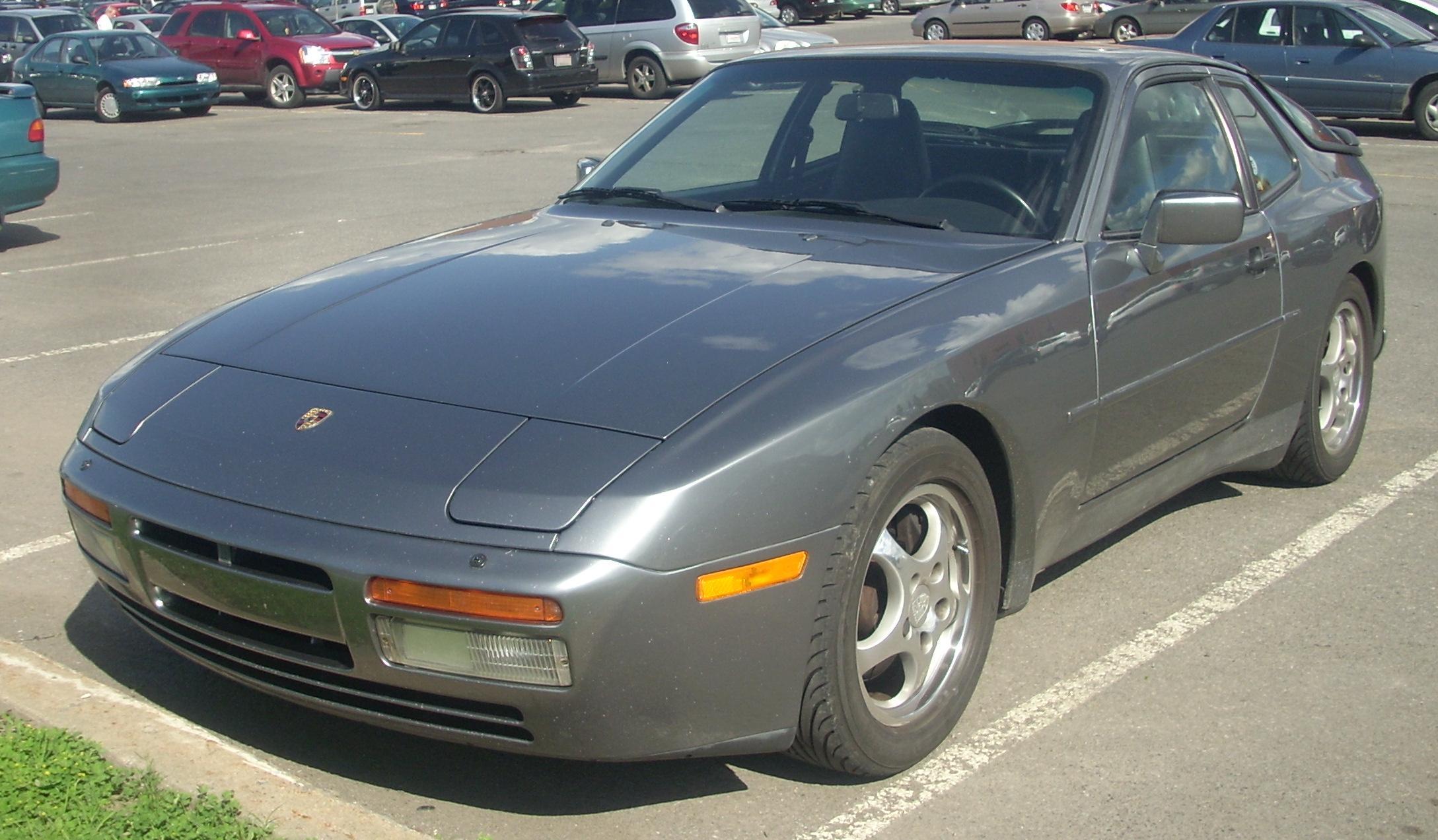 File:'86-'91 Porsche 944 Coupe Turbo.JPG - Wikimedia Commons