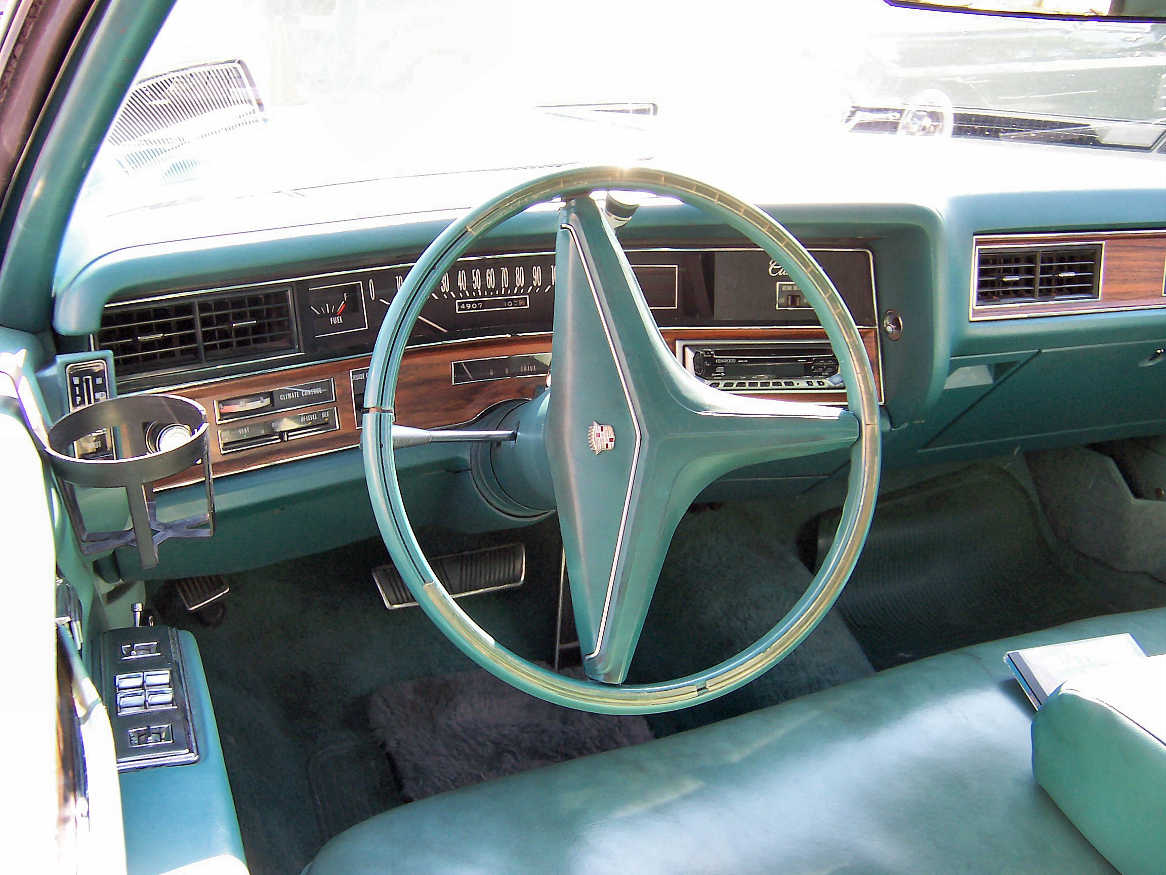 File 1976 cadillac sedan deville interior jpg wikimedia commons - File 1972 Cadillac Sedan De Ville Interior Jpg